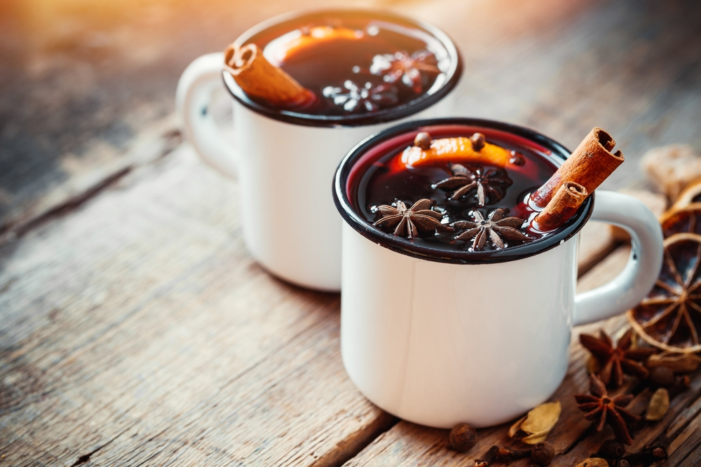 Mulled wine in mugs